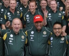 Fernandes almost in tears as Team Lotus secure tenth
