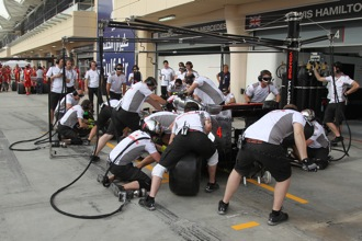 McLaren makes pitcrew changes after pitstop problems