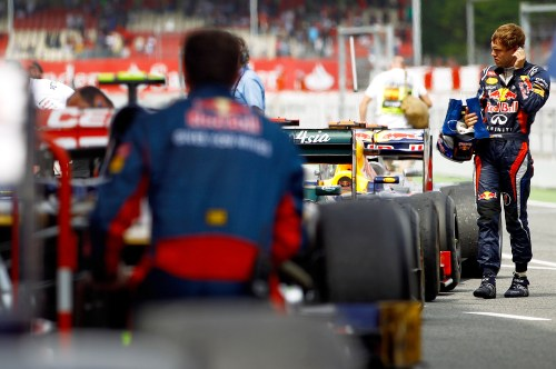 Vettel shrugs at F1's 'crazy' pecking order