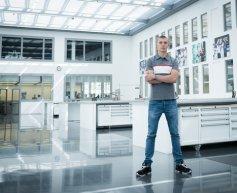 Sirotkin makes first visit to Sauber factory