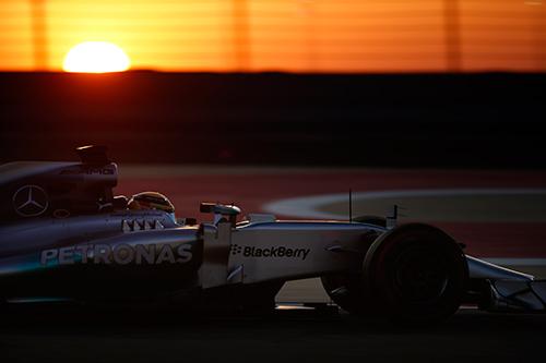 Lewis-Hamilton-Bahrain-testing