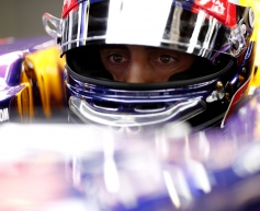 Reserve driver Buemi extends Red Bull deal