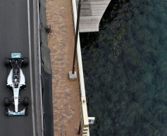 Wolff apologises to Hamilton for pit error