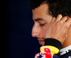 Webber urges Ricciardo to 'weather the storm'