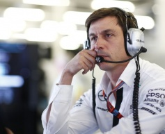 Wolff urges Mercedes to stay focused