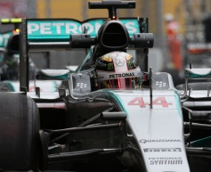 Hamilton not thinking about title