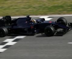 Sainz halted by suspected gearbox problem