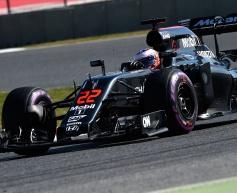 McLaren yet to run full 2016 specification