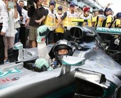 Feature: Ferrari hands it to Rosberg