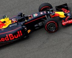 Kvyat apologises for first lap Vettel clash
