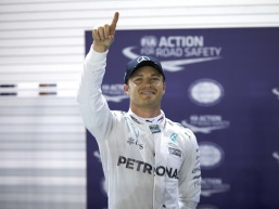 Rosberg hangs on for Singapore victory
