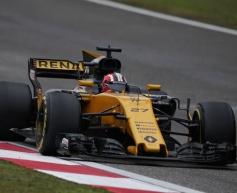 Renault endurs frustrating race