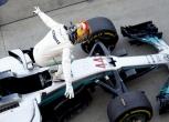 Hamilton wins a dramatic Japanese GP