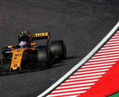 Palmer enjoys last race with Renault