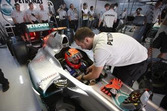 Schumacher struggles with gap