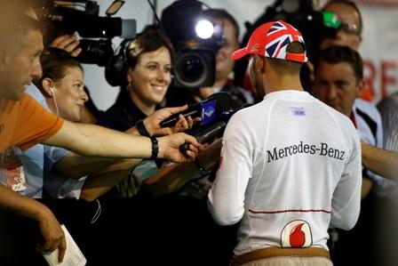 Hamilton to stay at McLaren, Schumacher at Mercedes
