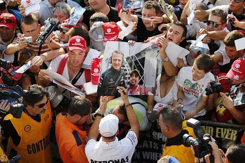Mercedes offering Schumacher 2013 contract
