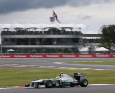 Rosberg fastest in final practice