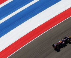 Vettel snatches pole position from Webber in Austin