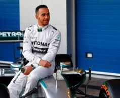 Hamilton shunts following front wing failure