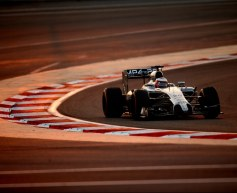 Magnussen fastest on day two in Bahrain