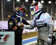 Hamilton takes points lead with Singapore win