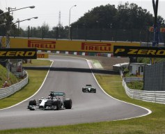 Hamilton encouraged by Mercedes pace advantage