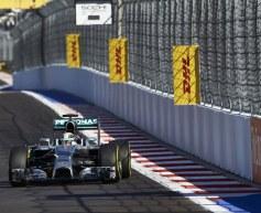 Hamilton takes control in final practice