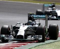 Rosberg beats Hamilton to Japan pole