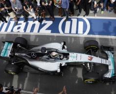 Wolff praises Mercedes performance