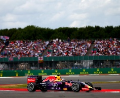 Ricciardo, Sainz halted by suspected electrical problem