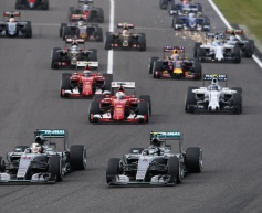 Hamilton cruises to victory in Japan