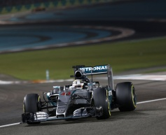 Hamilton lauds Mercedes' 2015 efforts