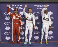 Rosberg storms to sixth straight pole