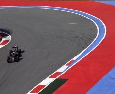 McLaren missing 'a couple of tenths' - Alonso