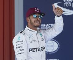 Hamilton beats Rosberg to pole in Spain