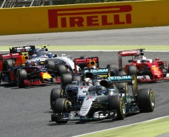 Mercedes won't change approach to racing