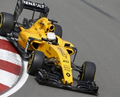 Magnussen to race with spare chassis