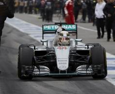 Hamilton beats Vettel to Canada victory