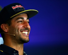 Ricciardo to stay with Red Bull until 2018