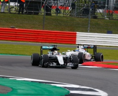 Hamilton tops disrupted final session