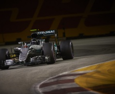 Rosberg takes pole ahead of Ricciardo