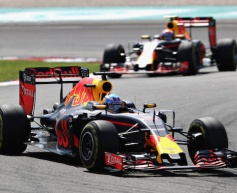 Ricciardo wins dramatic Malaysian GP